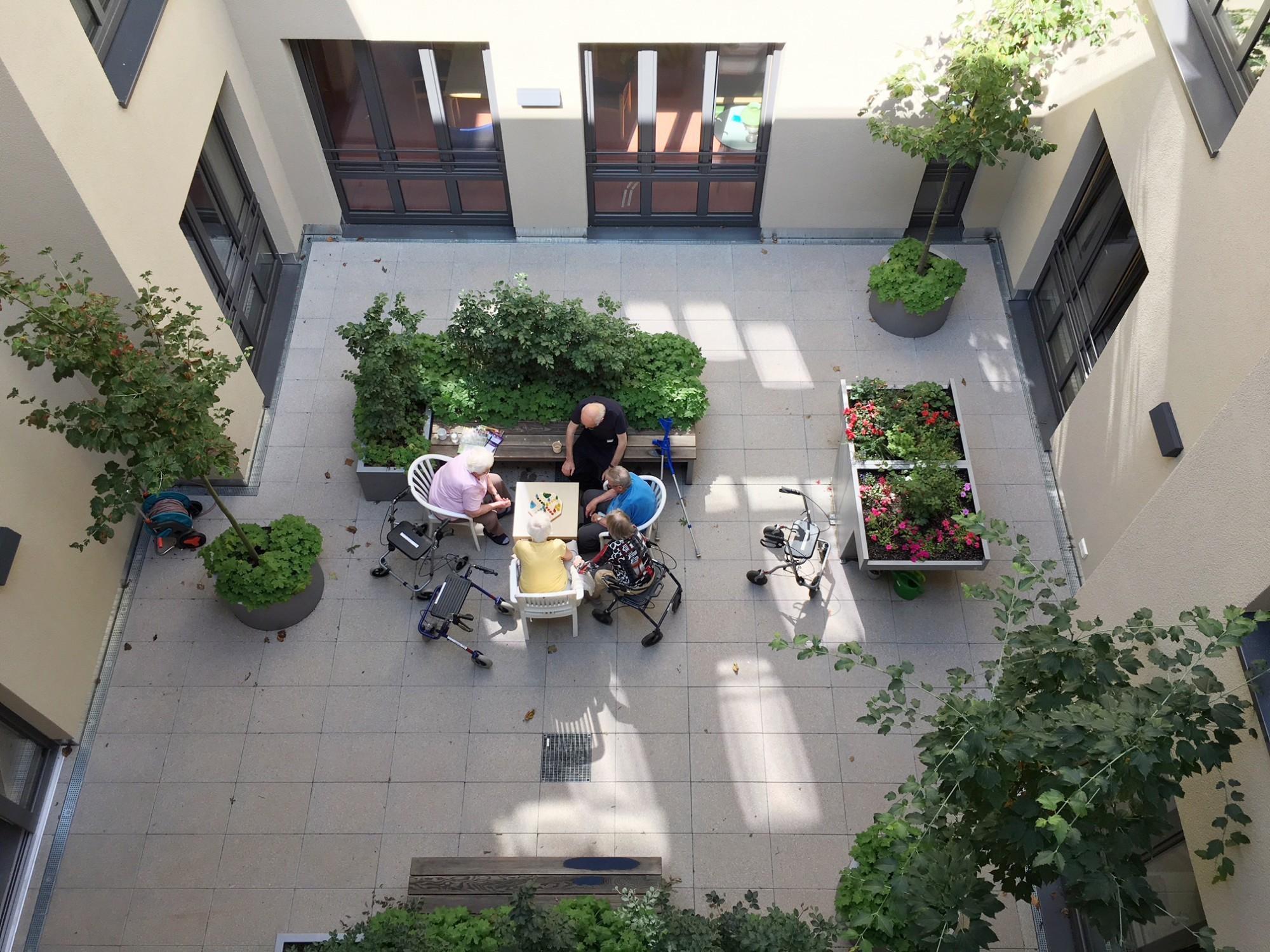 Segregative Versorgung Geschützter Raum Für Demenzkranke