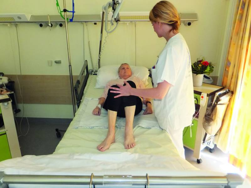bauchdeckentlastende mobilisation nach abdominalchirurgie raus aus dem bett. Black Bedroom Furniture Sets. Home Design Ideas